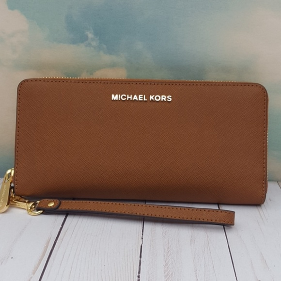 72e79bfdab46 Michael Kors Acorn Leather Continental Wallet